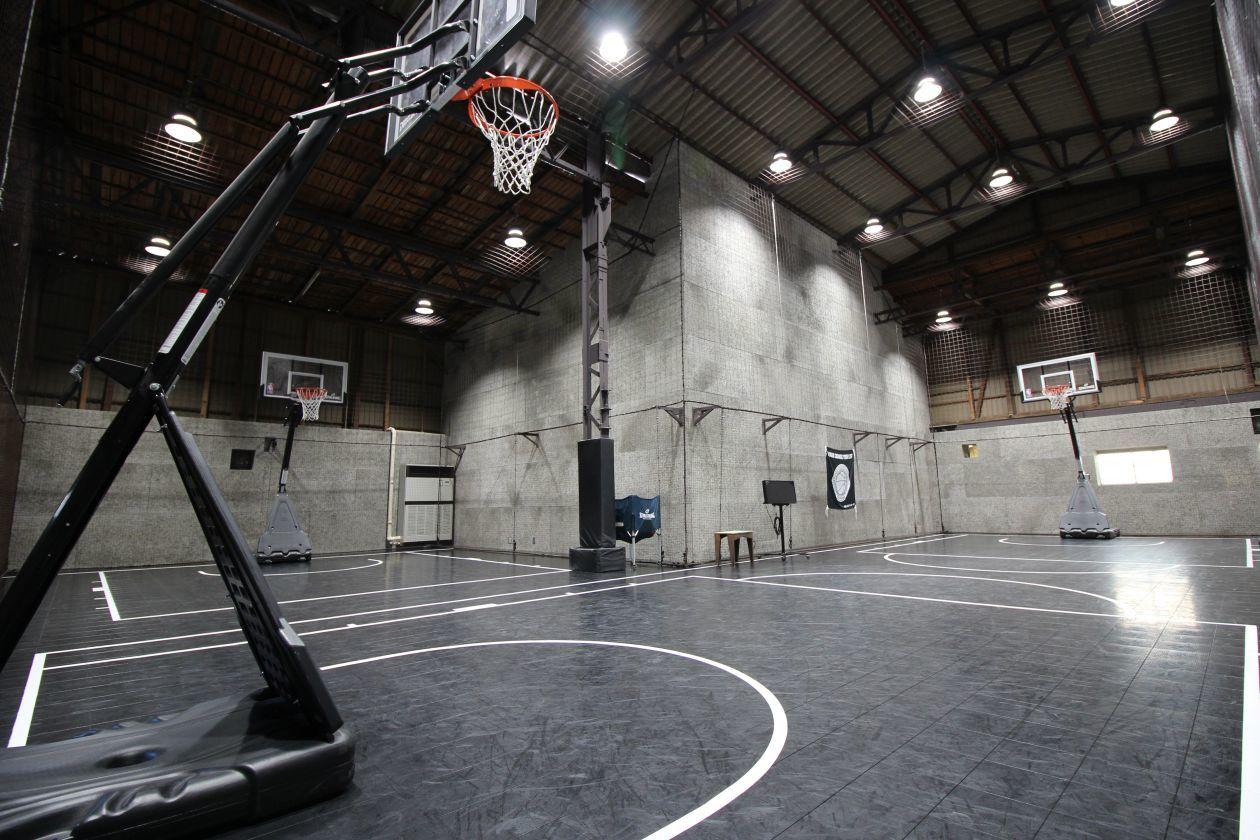 【川崎廃墟ビルでスポーツしよう】倉庫を改装したバスケットボールコートをまるごと貸切 スポーツ・ダンス・発表会・セミナー・撮影に! のカバー写真
