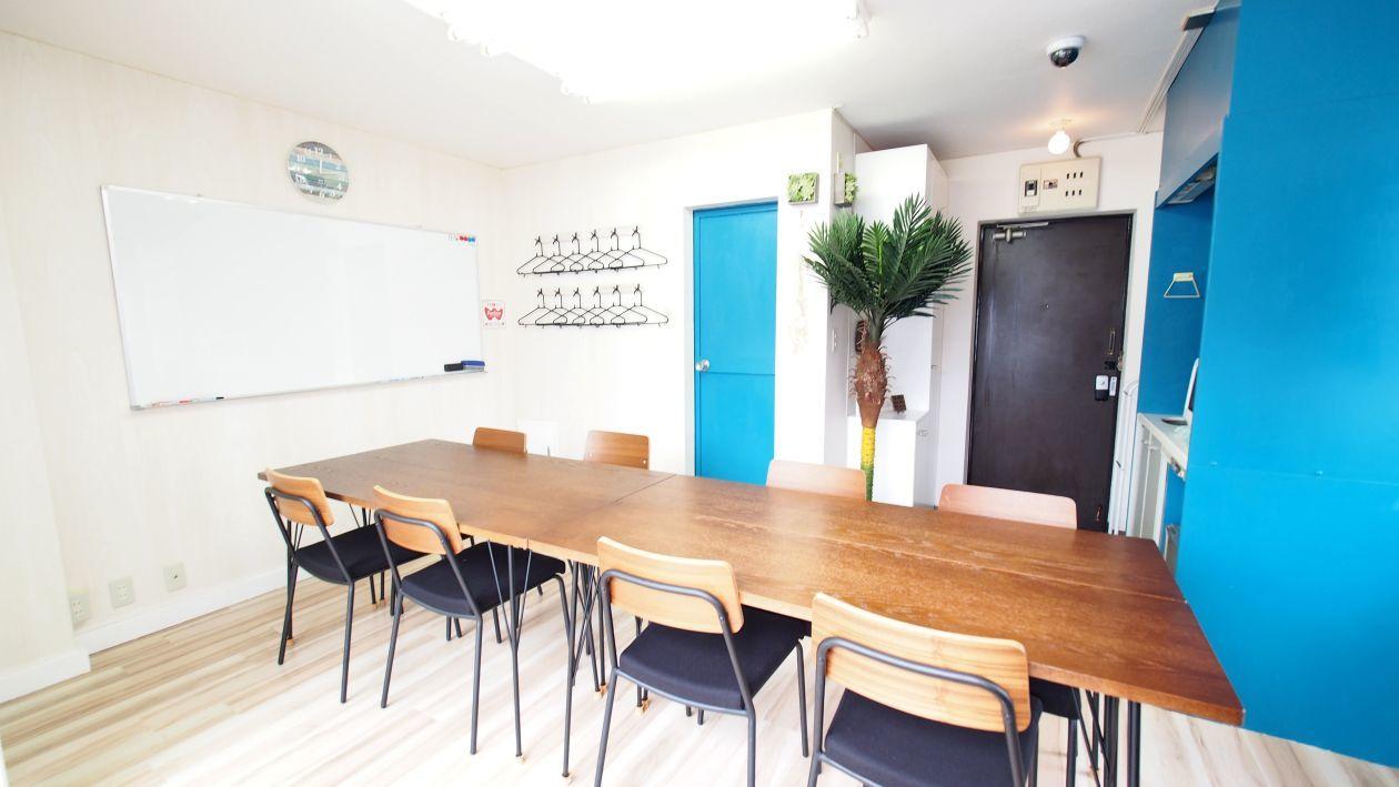 【マリブ】渋谷駅から徒歩5分 完全個室の貸し会議室 レンタルスペース A の写真