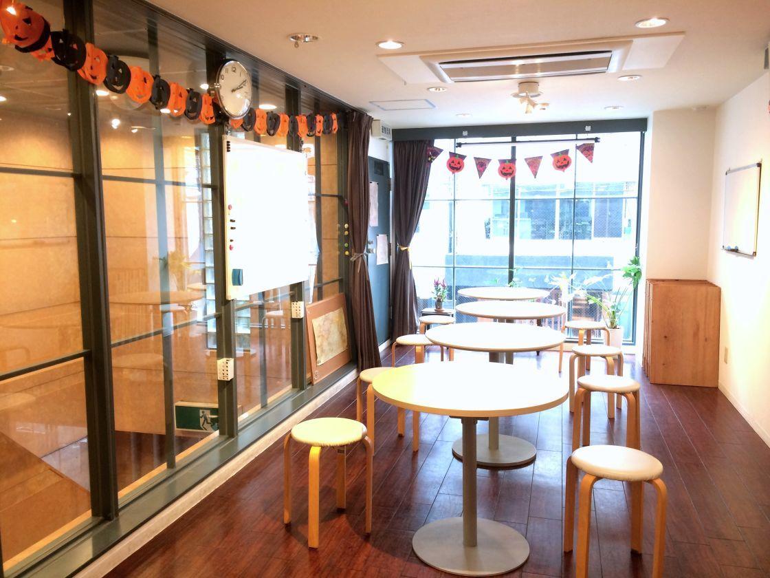 アクセス抜群、カフェ併設の教室がレンタル利用可能。各種イベントに!(フリースペース C Flat) の写真0