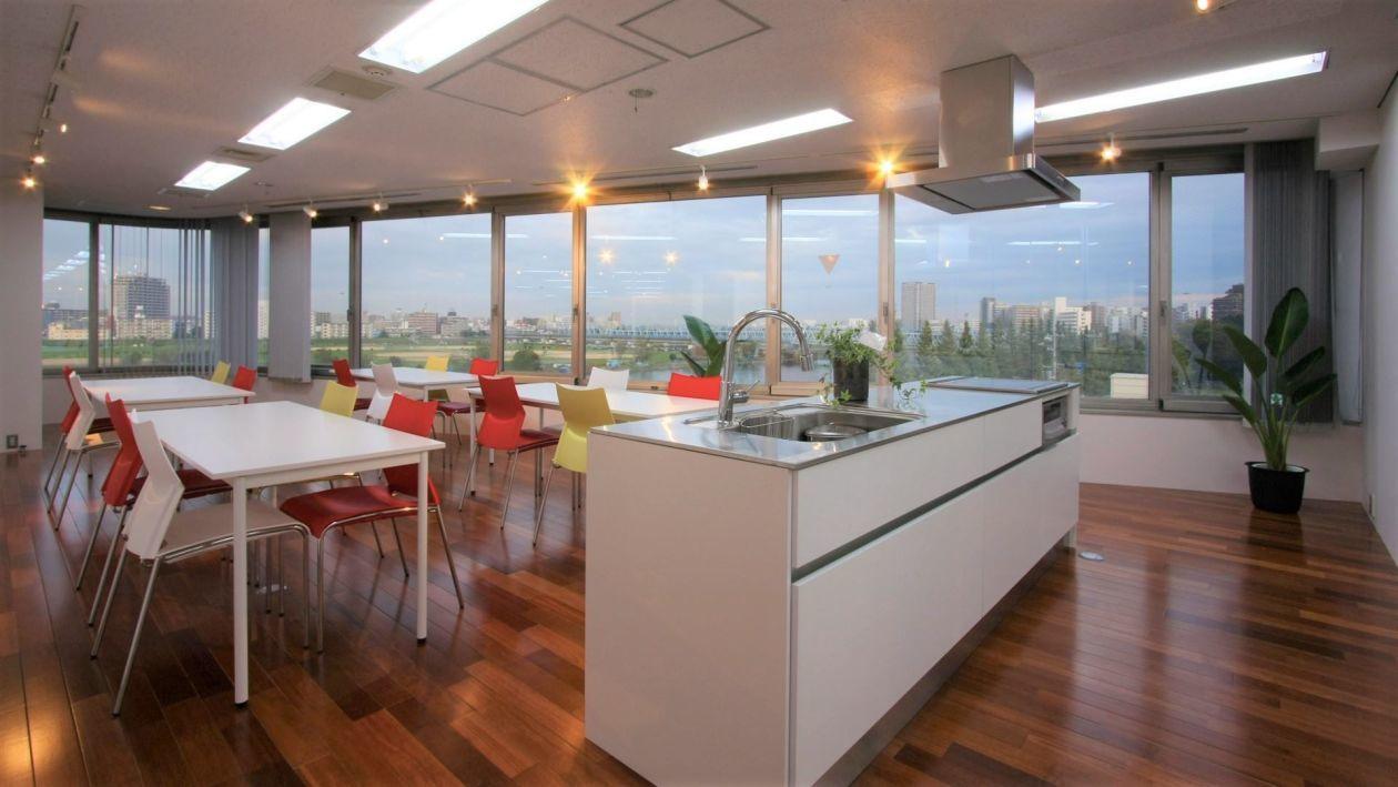 【川崎駅】飲食持ち込み可!料理教室に最適な清潔感あるキッチン付きスペース!(パーティー利用不可)(【川崎】綺麗なオープンキッチン) の写真0