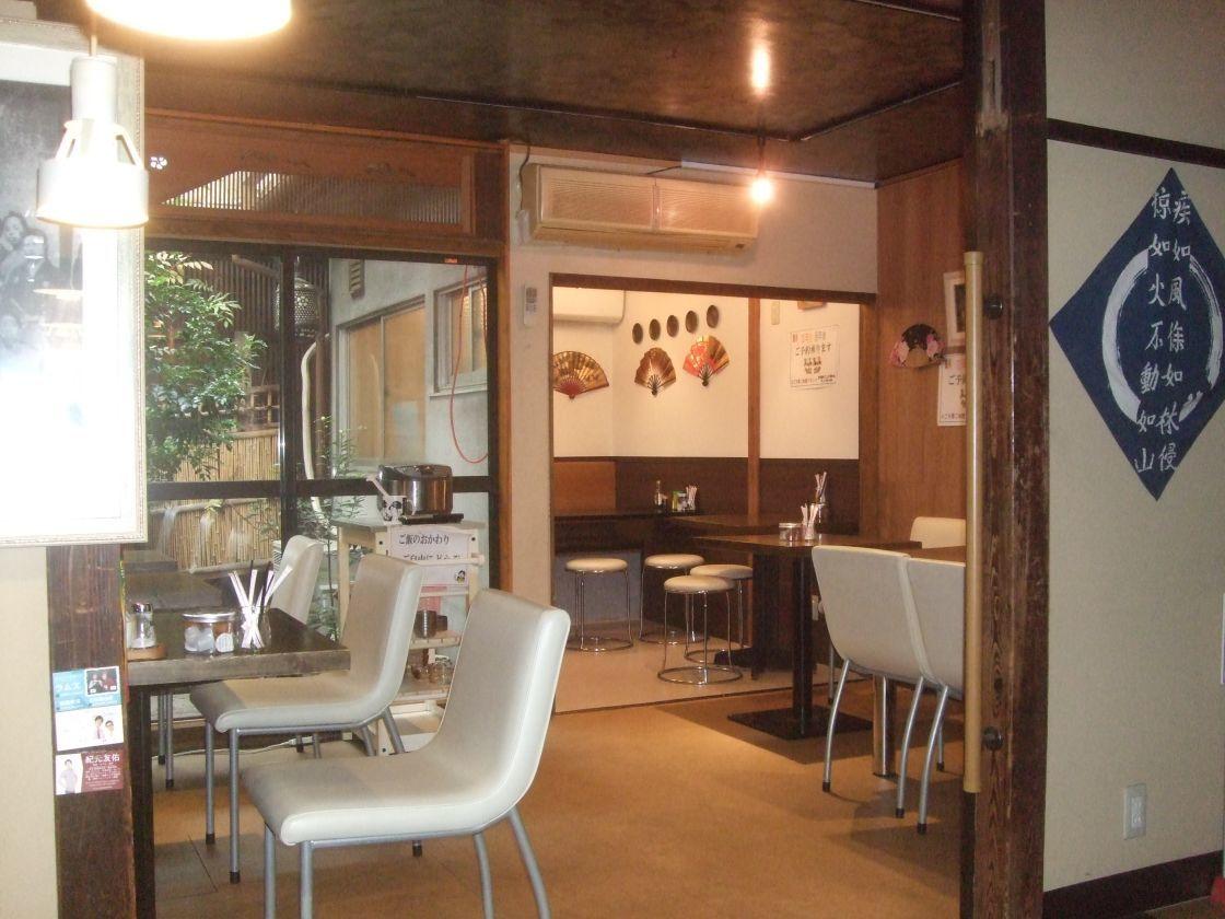 居酒屋スペース(井戸端ダイニング 勝虫) の写真0