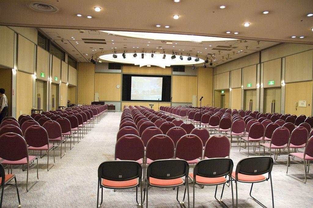 千葉 300名収容!レセプションホールで研修・イベント・パーティー!(幕張国際研修センター) の写真0