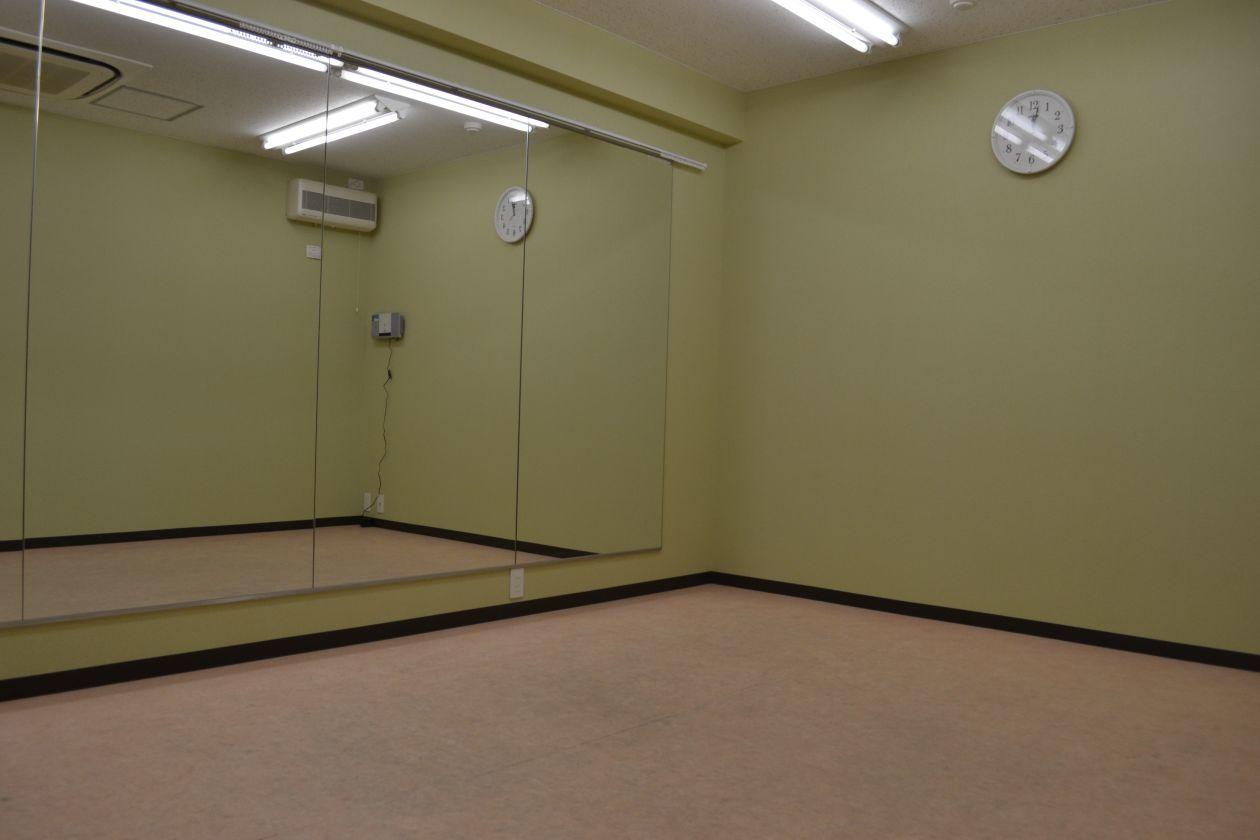 【中スタジオ】防音設備完備! 練習に調度いい大きさのスタジオ ダンス練習や各種教室にピッタリ!(エストゥディオ オリーバ) の写真0