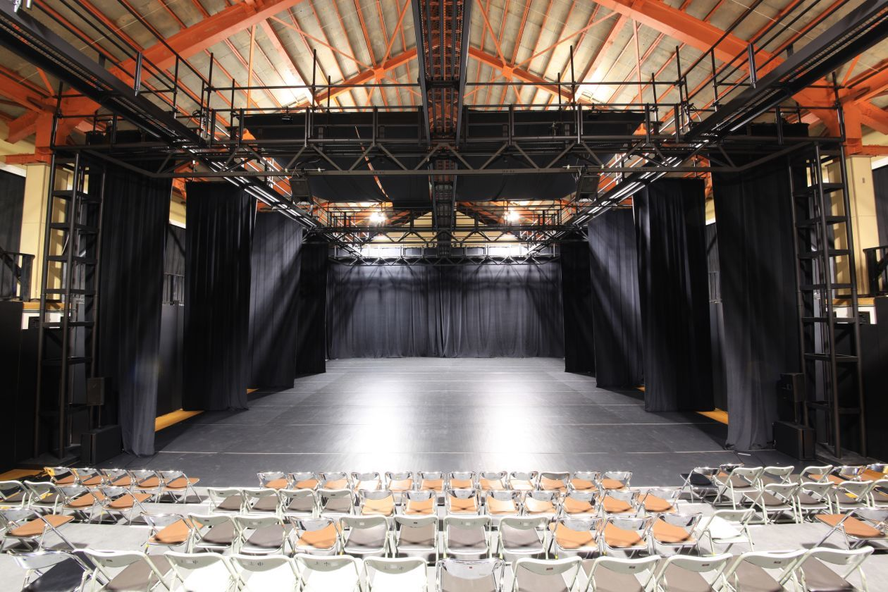 【上郷クローブ座】照明音響完備!客席も稼働可能な劇場(越後妻有「上郷クローブ座」) の写真0
