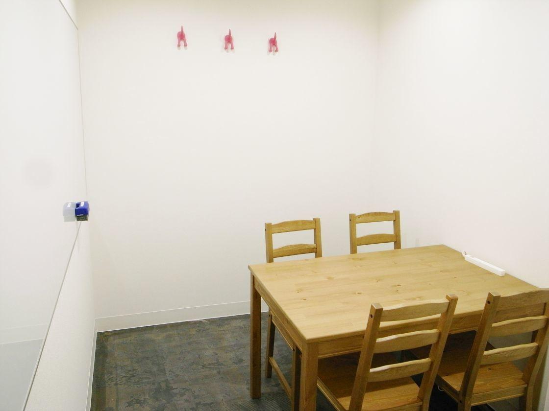 貸し会議室4名【秋葉原7分】格安・ワークショップに!WiFi+電源(レンタルスペース&カフェ パズル浅草橋) の写真0
