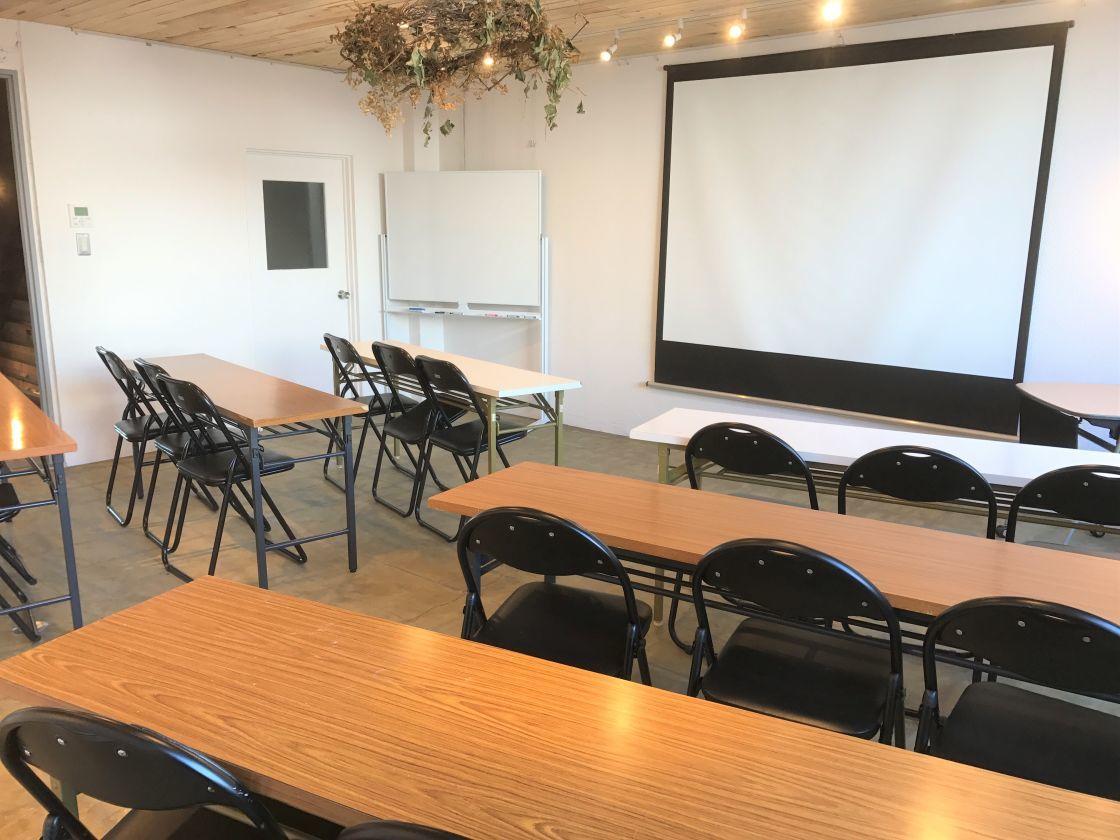 【芦原橋駅徒歩2分】温もりのある会議スペース/無料Wi-Fi/アートギャラリーとしても の写真
