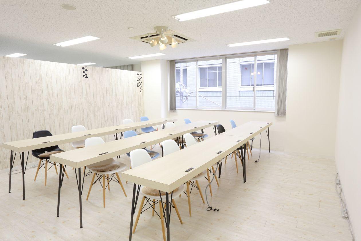 【人形町駅2分】明るいおしゃれな空間でセミナーしませんか?(【人形町駅2分】起業家が集まるシェアオフィスのイベントスペース) の写真0