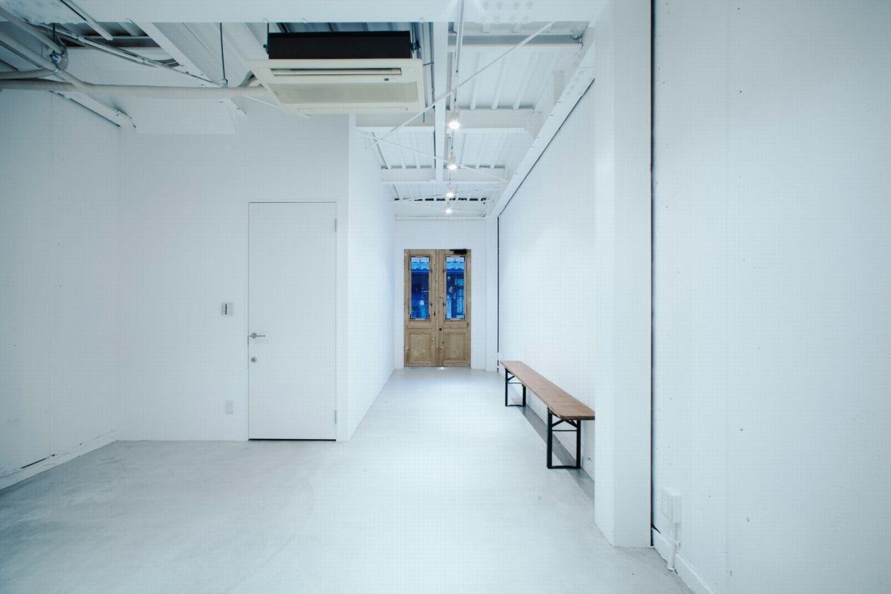 大阪中崎町にひっそりとたたずむ真っ白な空間(siroiro.gallery / シロイロ.ギャラリー) の写真0
