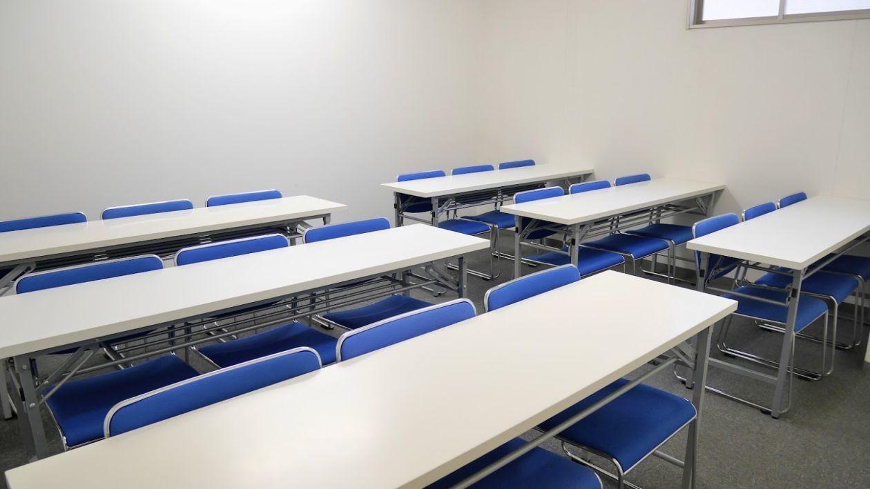 【大宮】落ち着いた雰囲気の清潔感のある中会議室(18名様)(NATULUCK大宮東口店) の写真0