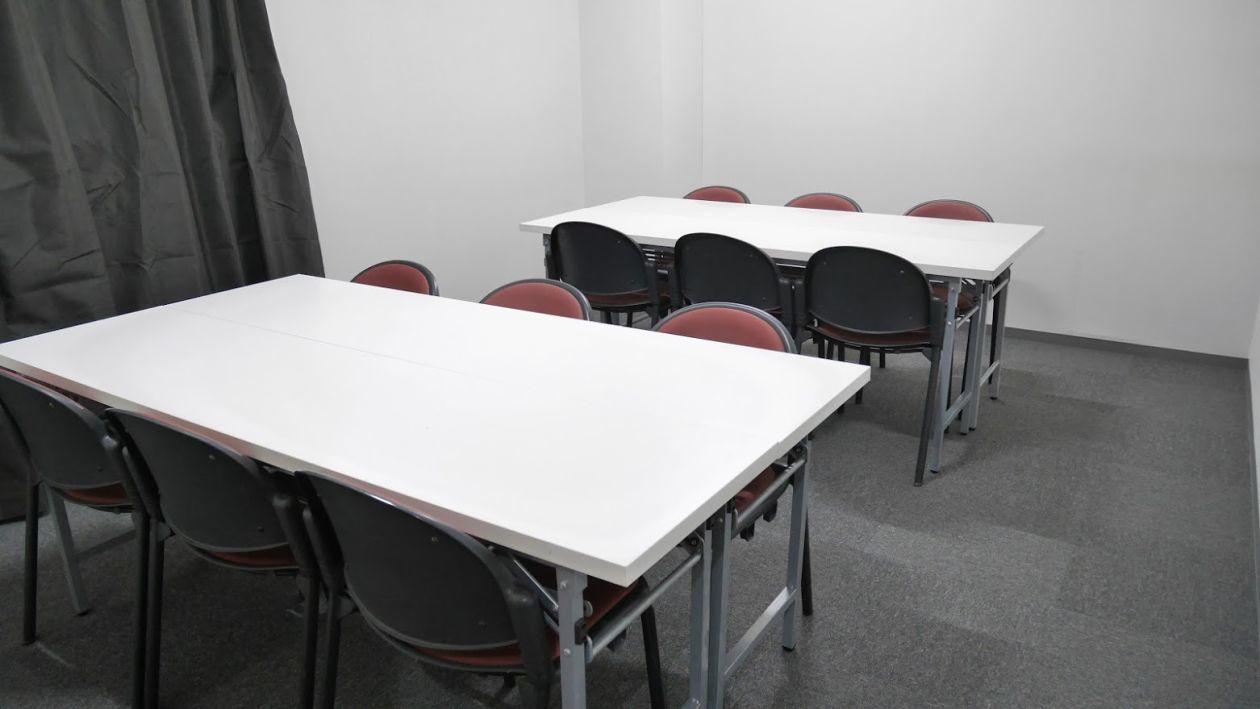 【大宮】レッスンやランチミーティングにも!静かで清潔感のある小会議室(12名様)(NATULUCK大宮東口店) の写真0