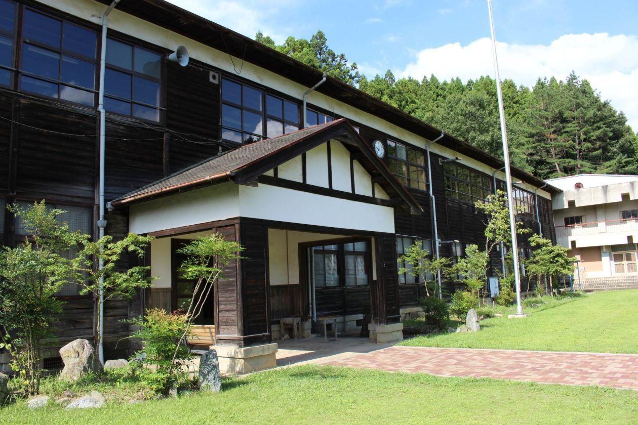 旧・宇太小学校(奈良カエデの郷ひらら)