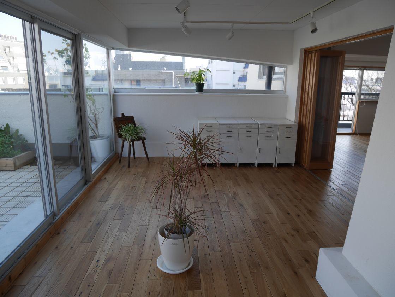 【渋谷徒歩6分】各種教室にもぴったり 大きな窓が気持ちのいいサンルーム Room〈B〉(18㎡)(渋谷ZAB レンタルスペース・ギャラリー) の写真0
