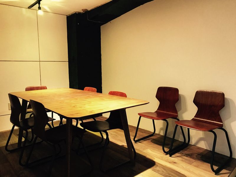 【渋谷マークシティ道玄坂上出口より徒歩5分】ミーティングルーム(basement cafe CO-WORKING SPACE) の写真0