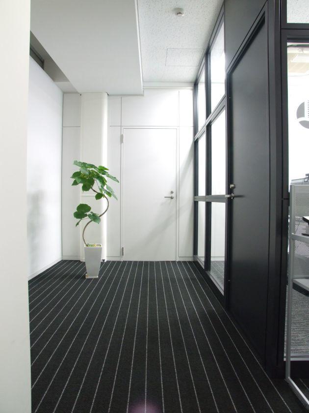 新宿駅徒歩10分 新宿の格安会議室(Wifi、ホワイトボード、モニター利用無料) / 新宿 会議室 の写真