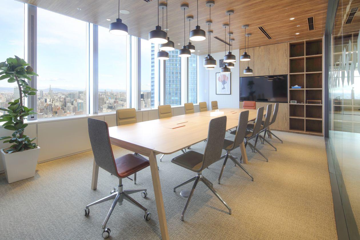 アイデアが湧きそうなスタイリッシュなミーティングルーム 12名掛け(SPACES JPタワー名古屋会議室) の写真0