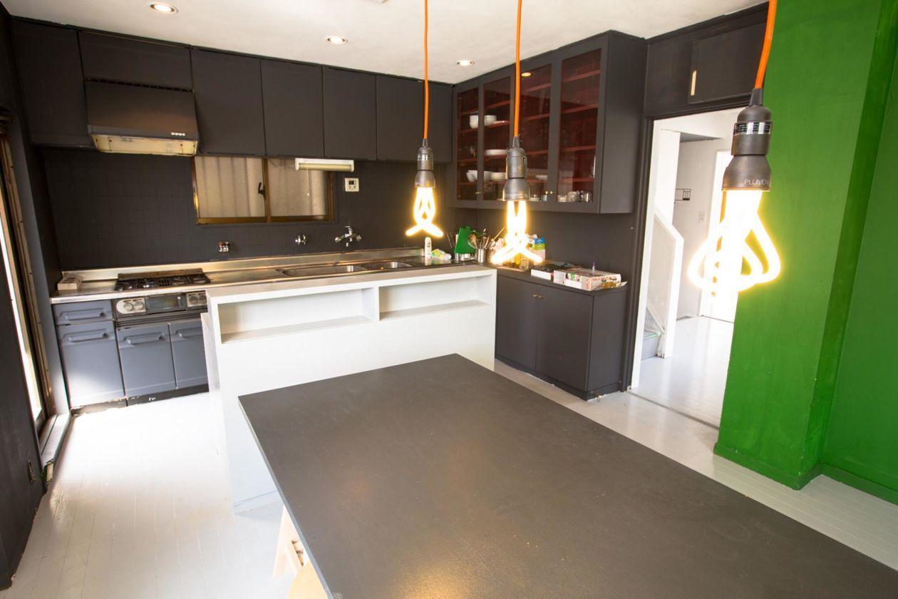 大きなキッチンと設備が整ったイベントスペース