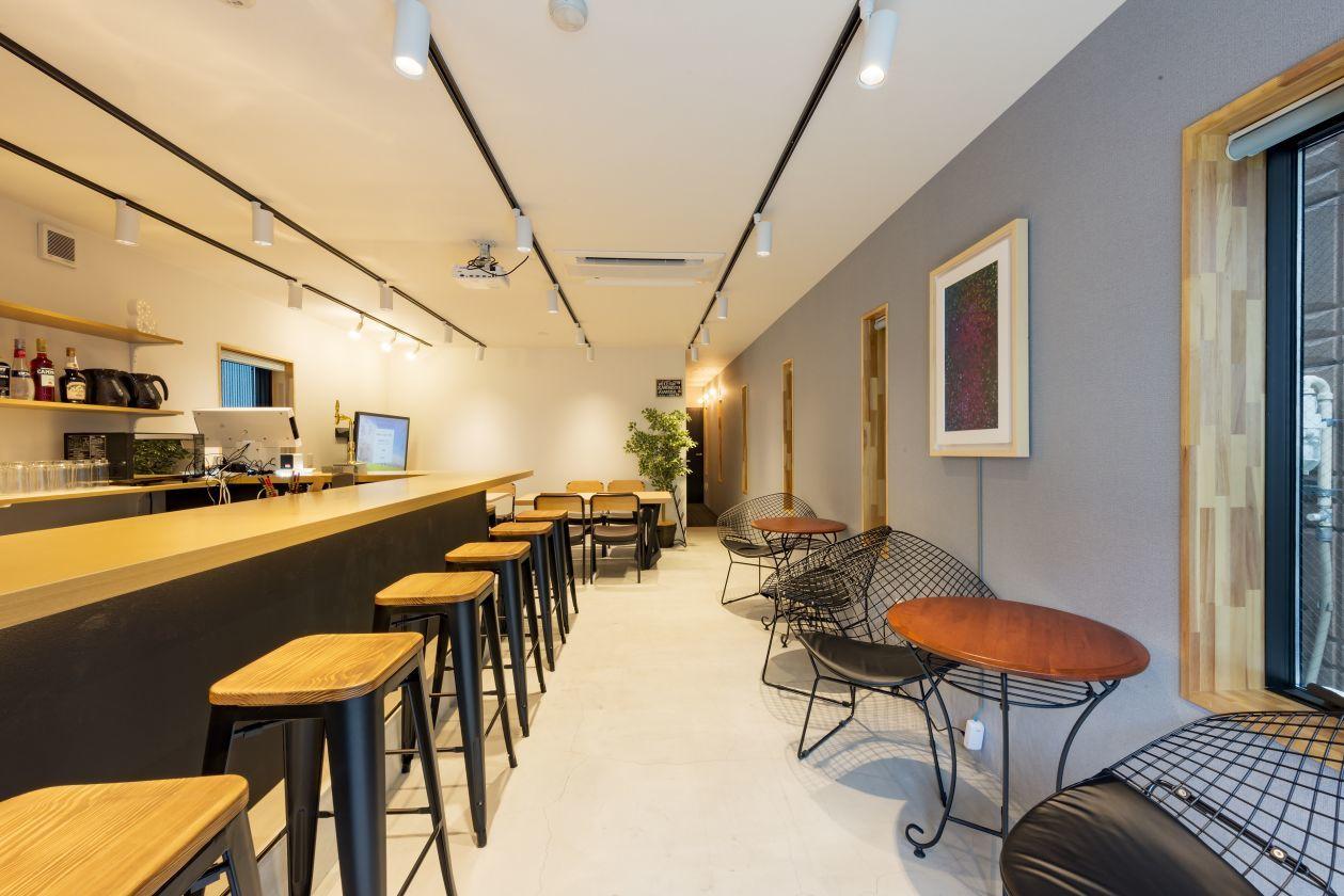 【&AND HOSTEL ASAKUSA NORTH】ゲストハウスの1階のBARスペース!宿泊プランも可能!(&AND HOTEL ASAKUSA NORTH) の写真0