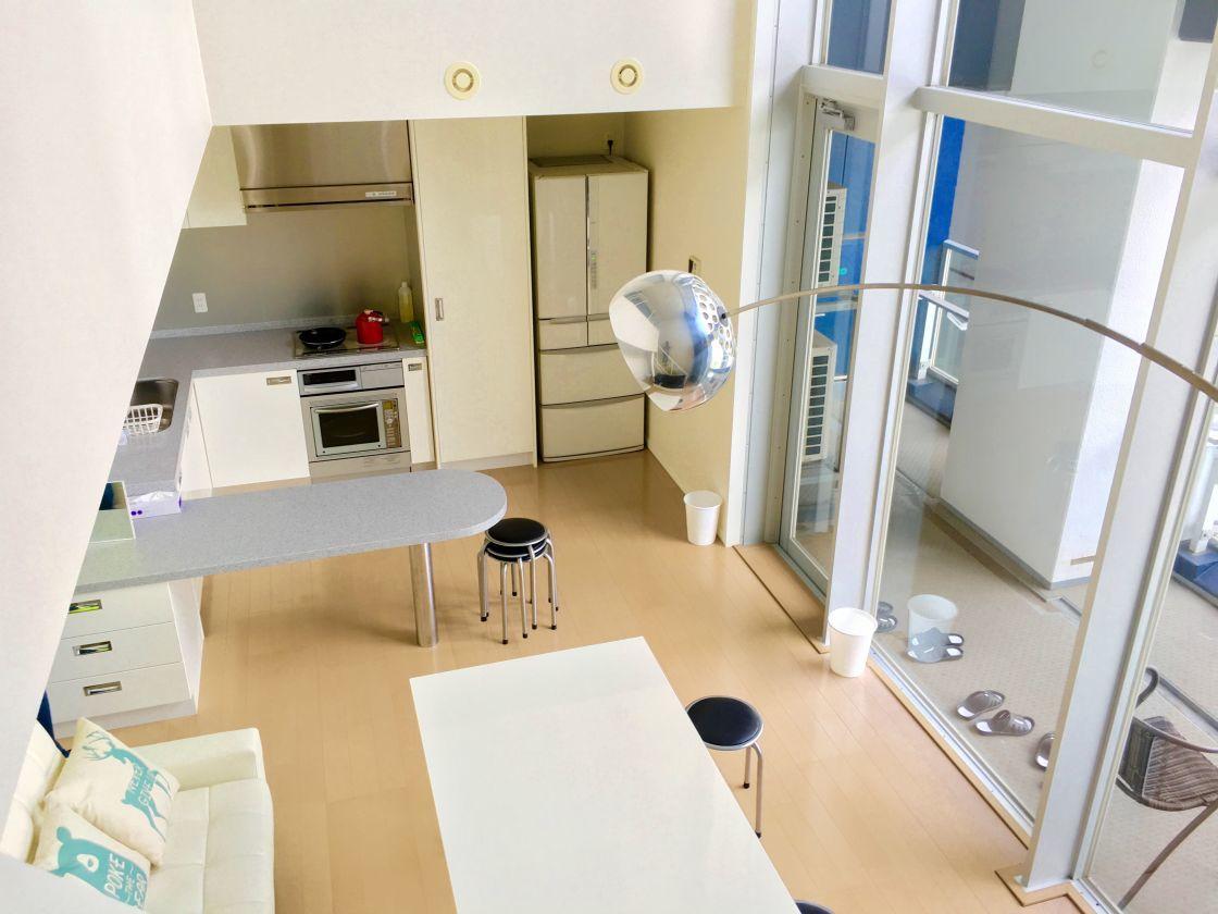 品川のマンション高層階にある天井高9mのパーティースペース の写真