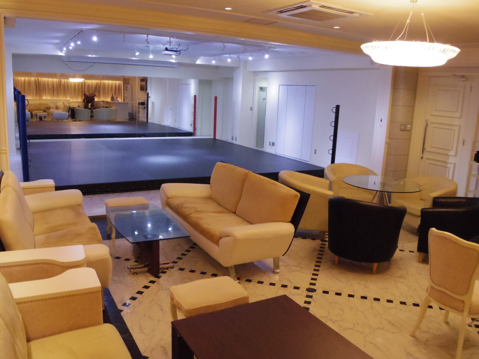 【横浜駅徒歩圏内】60人収容可能なレンタルスペースでオリジナルパーティーを開催しませんか!?(レンタルホール・イベントスペース プレジャーホール横浜 ) の写真0