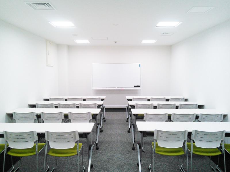 永田町駅目の前!プロジェクターやWiFi完備。ケータリングにも対応した会議室(B1F 101)(ビジョンセンター永田町) の写真0