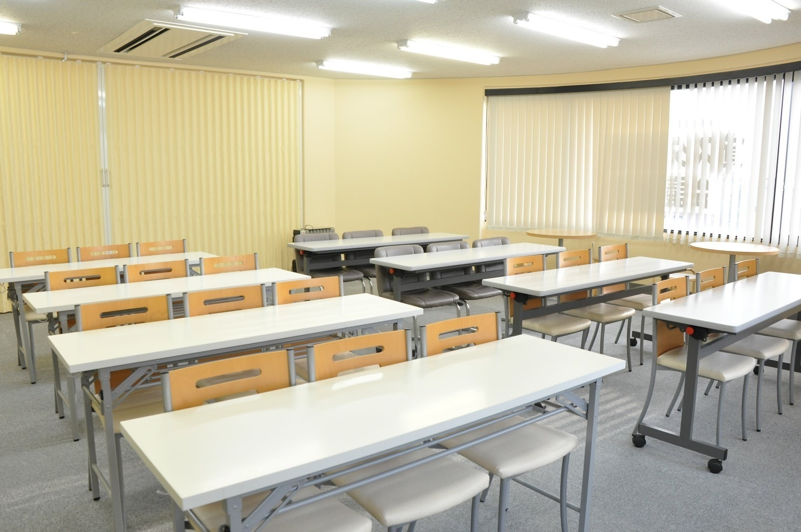 【北浦和】駅チカ便利!窓が多く採光の良い明るい会議室(20~24名)(NATULUCK北浦和) の写真0