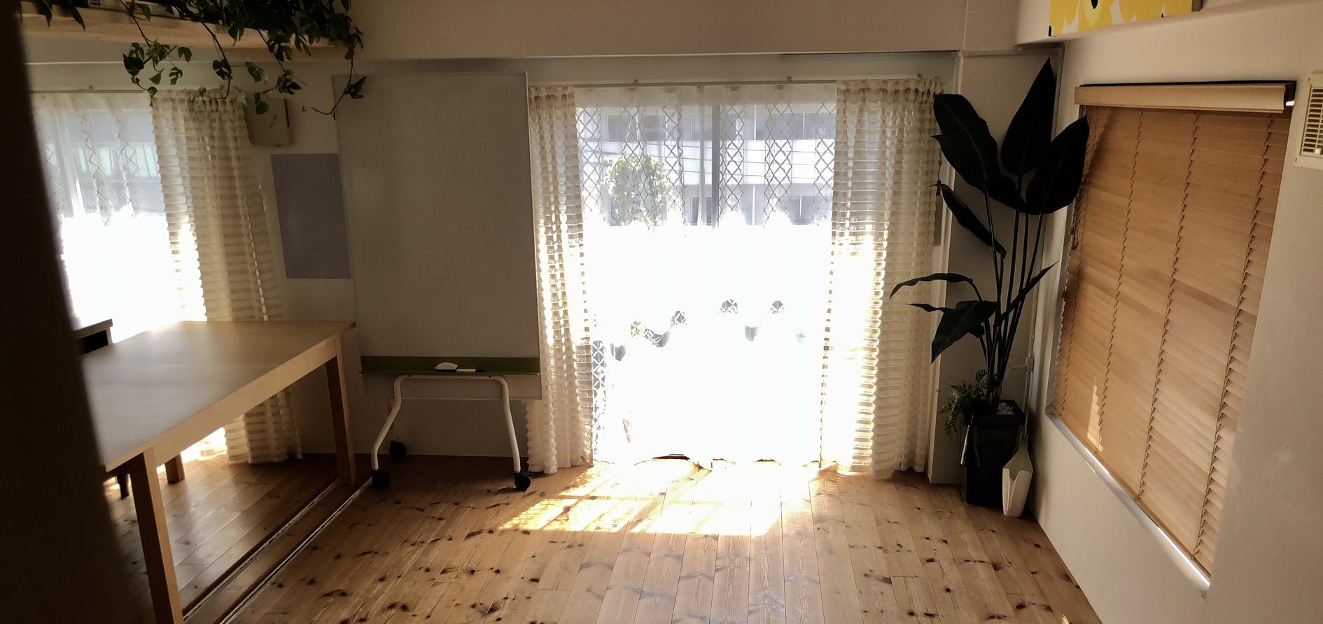【シャワー完備】五反田・大崎駅から徒歩5分。無垢材フローリングの落ち着いた隠れ家ヨガスタジオです。(fun labo five) の写真0