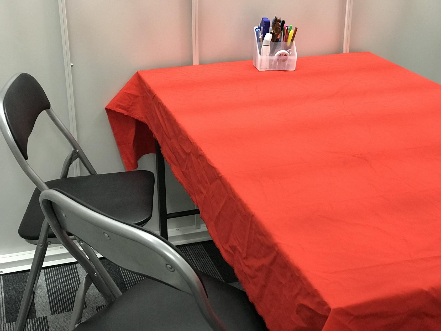 快適で静かなオフィス!会議室、検定試験、アロマ、マッサージ、展示会などに!(イリスストレージ久茂地店) の写真0