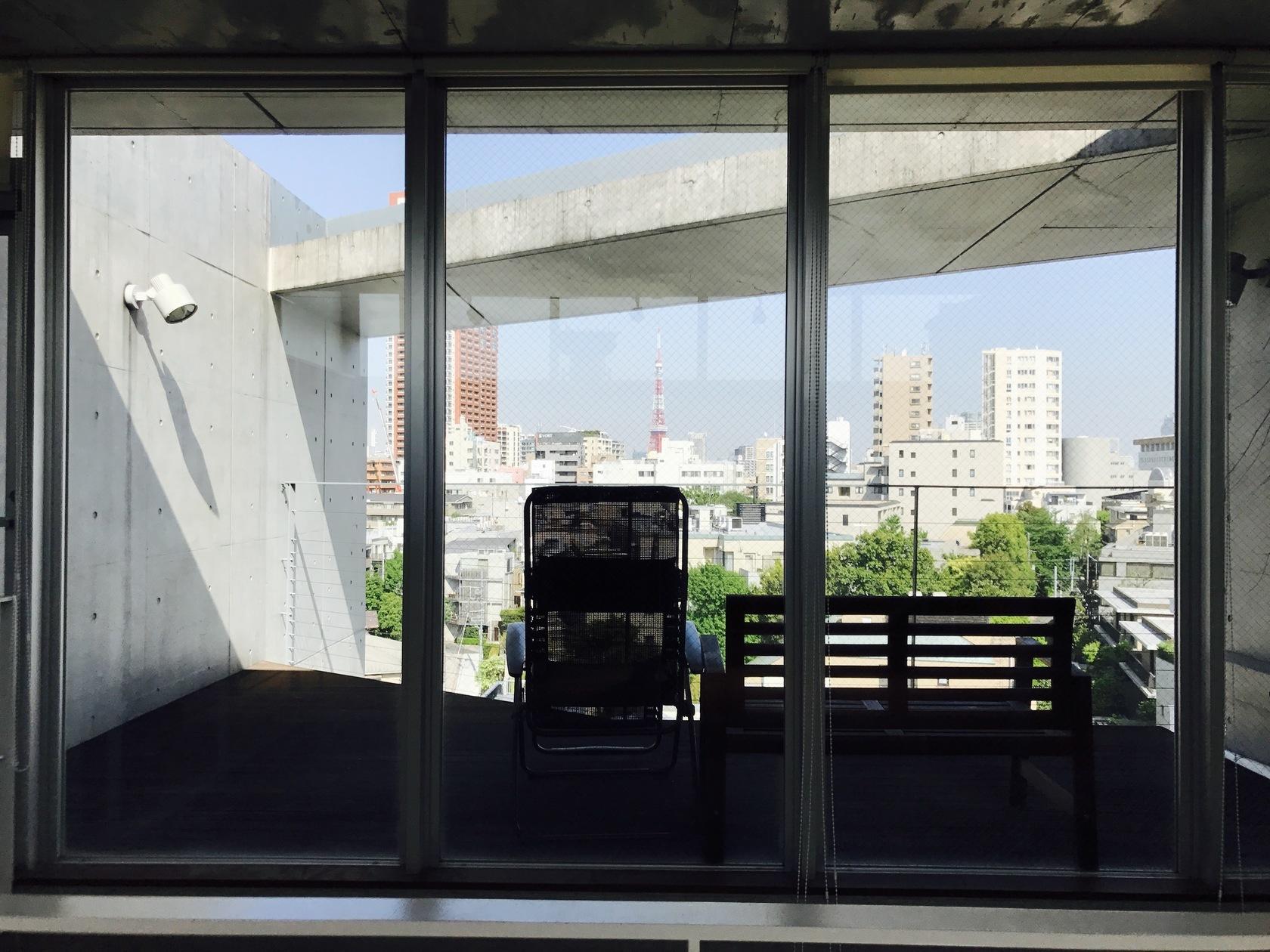 六本木・西麻布でのセレブBBQ、ホムパにおすすめ。東京タワー、六本木ヒルズが正面に見える広めバルコニー。オフ会、映画鑑賞にも。(東京タワーが見える広めバルコニー!夜BBQ、ホームパーティーにオススメ!) の写真0