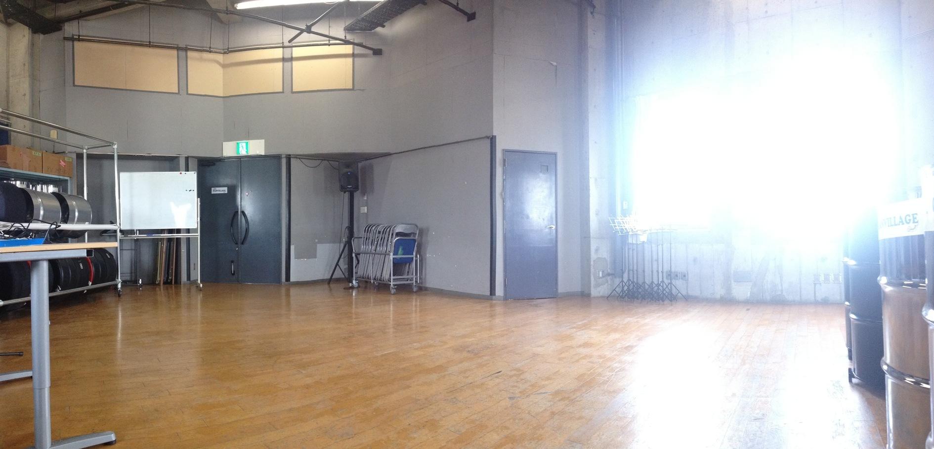 防音完備の広いスタジオ!、楽器、ダンス、演劇などの練習やレッスン、イベントや発表会などに(防音完備の広いスタジオ!楽器練習、レッスン、ダンス、演劇、各種教室や発表会などに。) の写真0