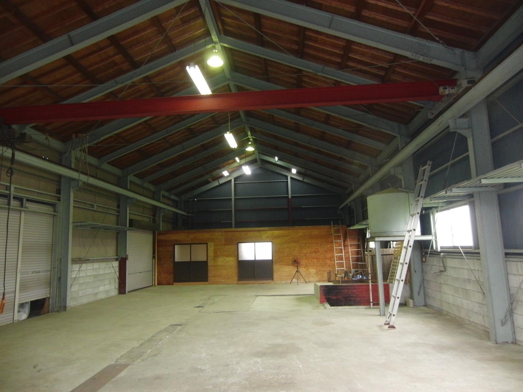 倉庫3棟からなる総敷地面積600坪!高い天井に、広々とした空間をご自由に!(倉庫3棟からなる総敷地面積600坪!高い天井に、広々とした空間をご自由に!) の写真0