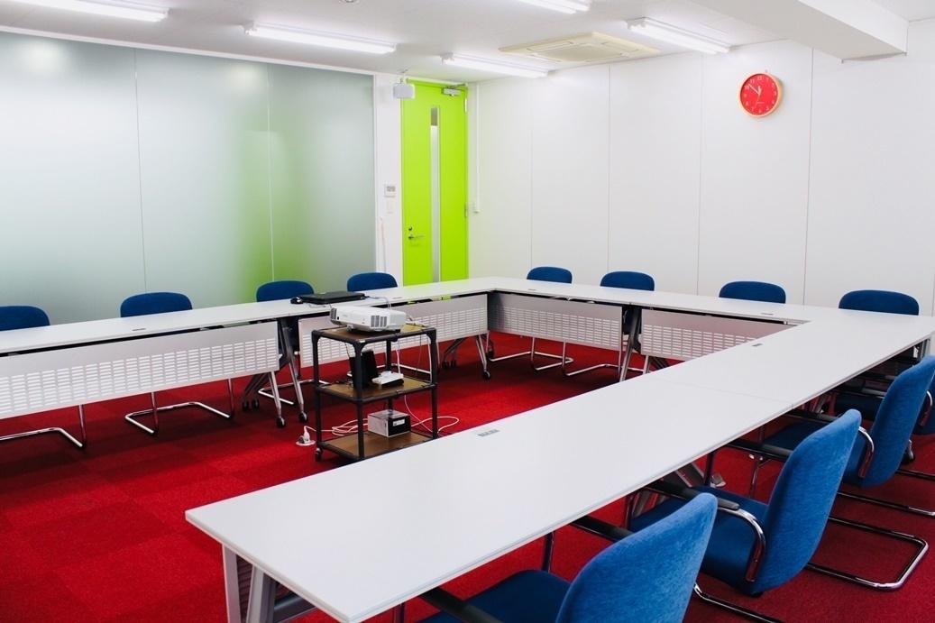 【大和駅徒歩5分】会議やミーティングに最適♪プロジェクター・無料Wifi・ホワイトボード完備!<多目的スペース>(【大和駅徒歩5分】会議やミーティングに最適♪プロジェクター・無料Wifi完備!<多目的ルーム>) の写真0
