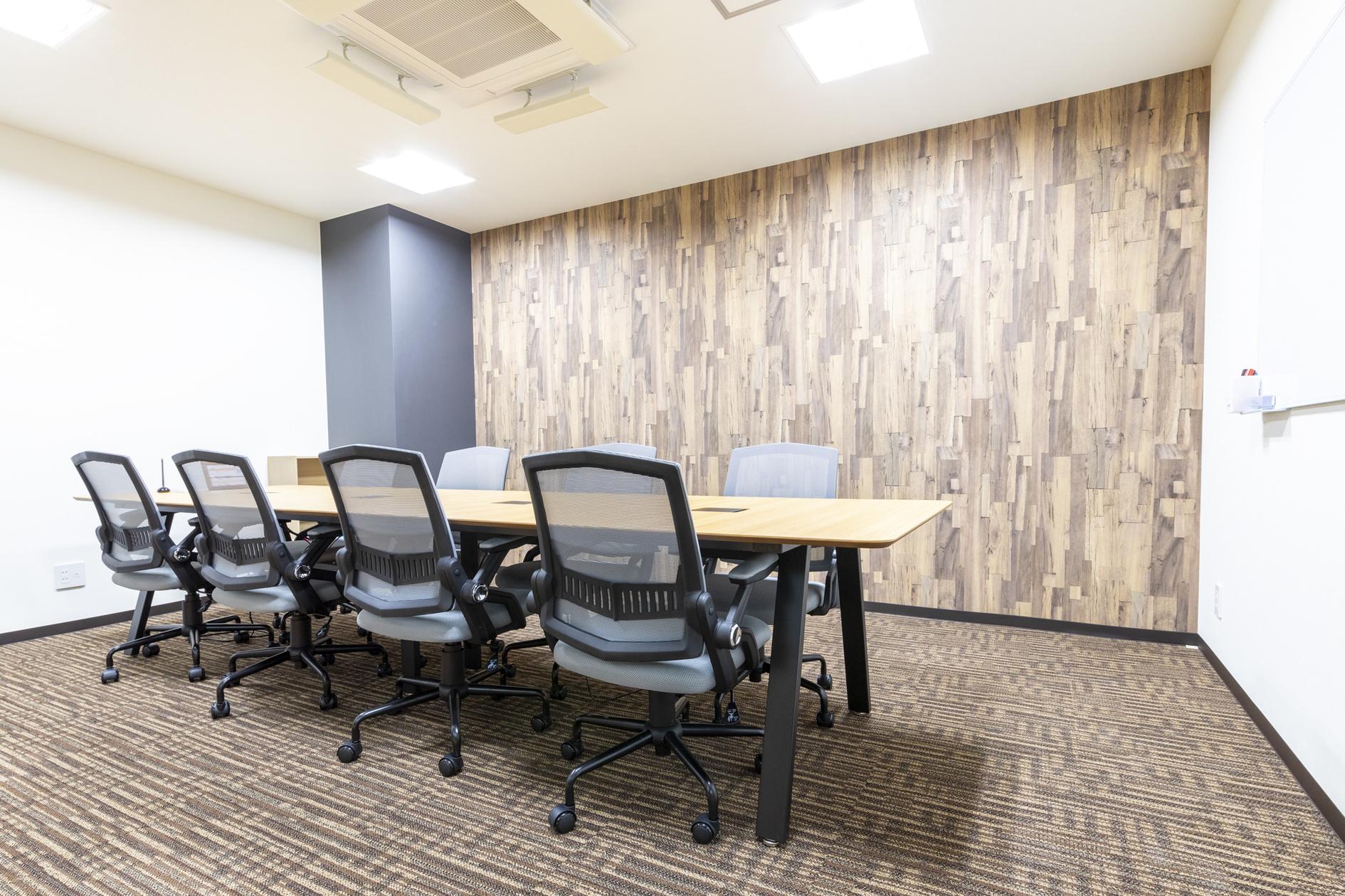 【松戸駅徒歩1秒】おしゃれなコワーキングスペースの8名様用会議室(【松戸駅徒歩1秒】おしゃれなコワーキングスペースの8名様用会議室) の写真0
