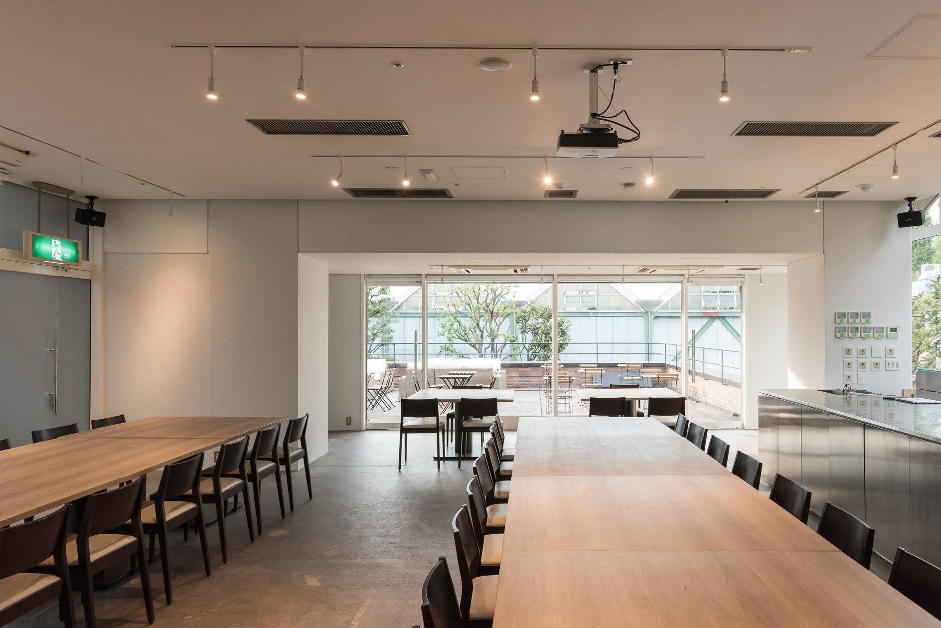 2018年8月open!【9月度30件イベント開催実績】青山という一等地にオープンキッチンと開放的なテラスが併設(【AOYAMA TERRACE】オープンキッチンの広々とした店内、開放的なテラスが併設) の写真0