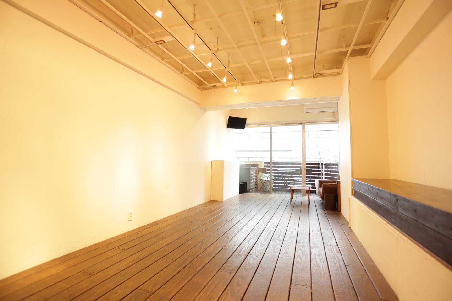 渋谷の静かな路地裏にある展示会・ワークショップ・会議に最適な自由空間です(青山展示室401 渋谷の静かな路地裏にある展示会・ワークショップ・会議に最適な自由空間です) の写真0