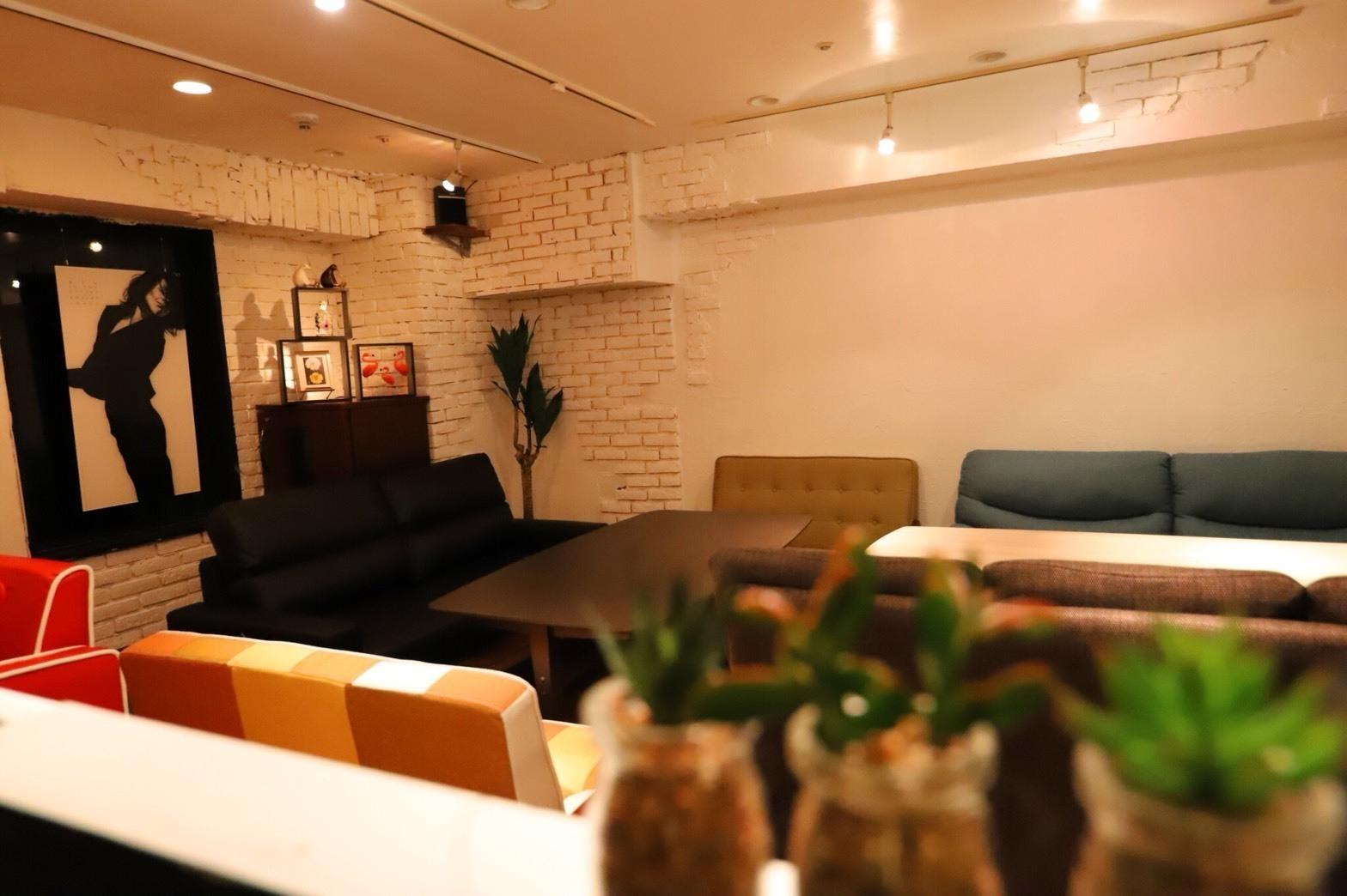 キッチンやミニステージを備えた空間で、料理教室やパーティーの他、セミナーや即売会など自由に活用できます。(キッチンやステージを備えた空間で、料理教室やパーティーの他、セミナーや即売会など自由に活用できます。) の写真0