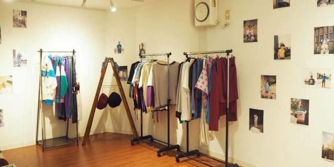 20歳のブランドデザイナーが開く展示会、服の背景に音楽が「見える」空気感を演出